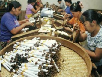 В Индонезии лечат рак сигаретами