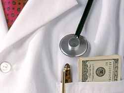 «Онкобольных лечат бесплатно, только очень дорого»