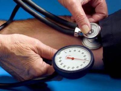 Измерение тонометром артериального давления