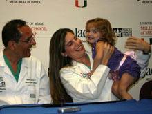 Онкологи вырезали опухоль ребенку, когда тот находился в утробе матери