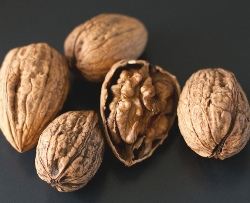 Грецкие орехи спасают от рака груди