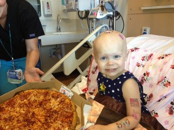 Родители больной раком девочки просят прекратить присылать ей пиццу