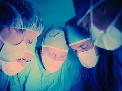 Хирурги имплантировали раковому пациенту искусственные кости, способные «расти»