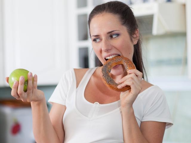 Резкое повышение веса женщины может быть первым признаком рака груди