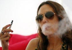 Французские ученые обвинили электронные сигареты в способности вызывать рак