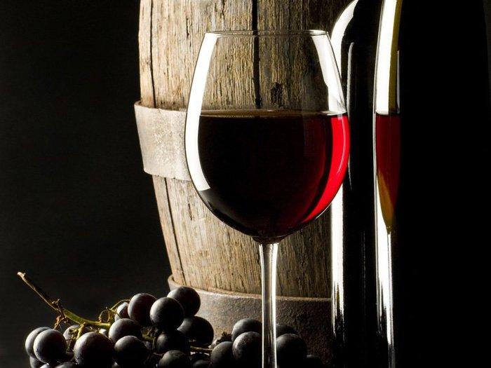 Красное вино спасет от рака и поможет похудеть