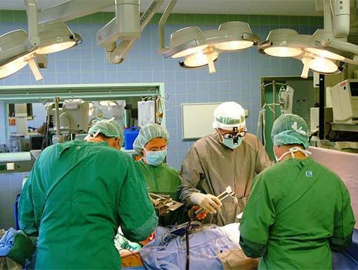 Испанские хирурги удалили 25-килограммовую опухоль