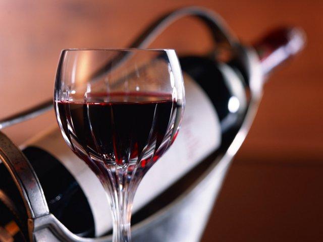 Развитие раковой опухоли может спровоцировать даже бокал вина