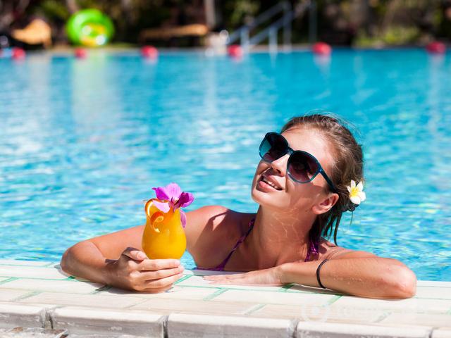 Алкоголь и солнце повышают заболеваемость меланомой