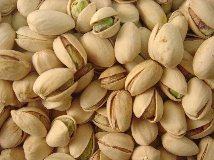 Риск заболеть агрессивным раком снижают орехи