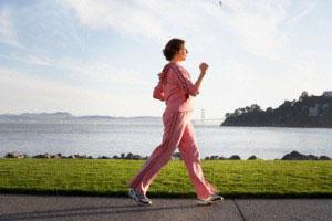 Ученые рассказали, как быстрая ходьба снижает риск онкологии