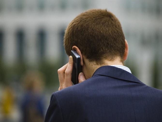 Злоупотребление мобильным телефоном повышает риск развития рака мозга