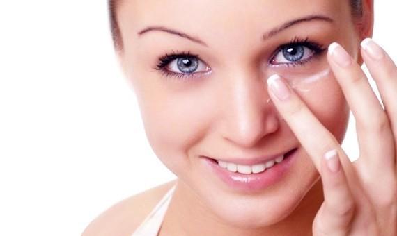 Нуждается ли кожа вокруг глаз в уходе?