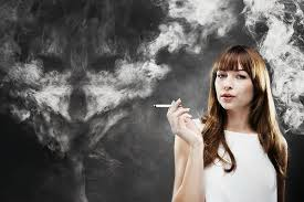 Что происходит с кожей курящей женщины?