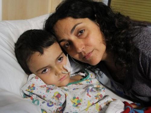 Родителей больного раком пятилетнего британца освободили из испанской тюрьмы