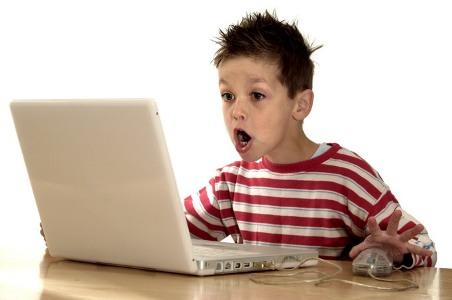 Почему ребенок постоянно сидит за компьютером