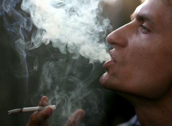 Ученые выяснили, почему курение в большей степени повышает риск рака у мужчин