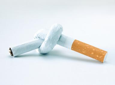 Невзрачные сигаретные пачки отвернут людей от курения