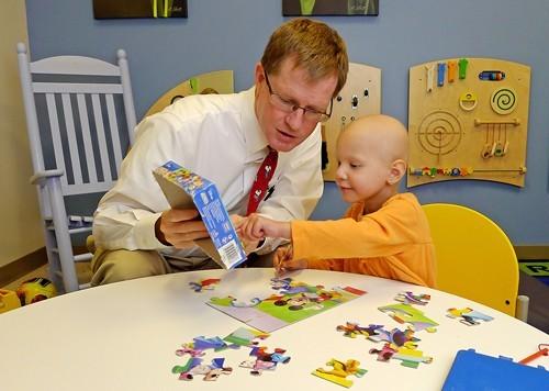 Минздрав упростит назначение наркотических препаратов онкобольным детям