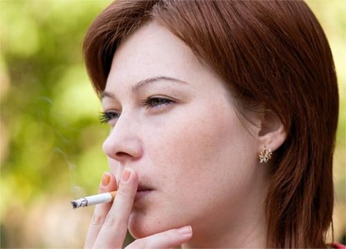 Курящие женщины подвержены риску развития рака молочной железы