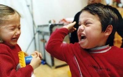 Причины ссор между детьми и как их избежать