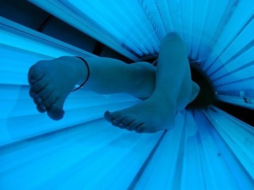 Соляриям предложили размещать «страшные» картинки с предупреждением о раке кожи