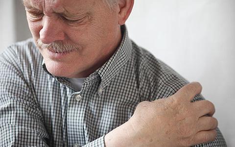 Боли в плече: причины возникновения, варианты лечения и профилактики