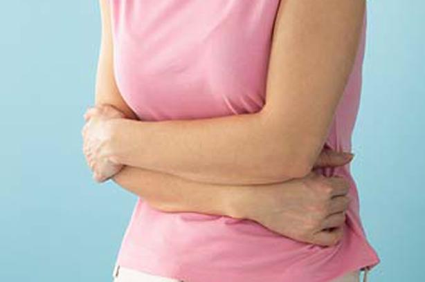 Медики назвали симптомы рака, на которые следует обратить внимание женщинам