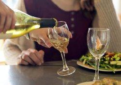 Даже умеренное потребление алкоголя может способствовать развитию рака