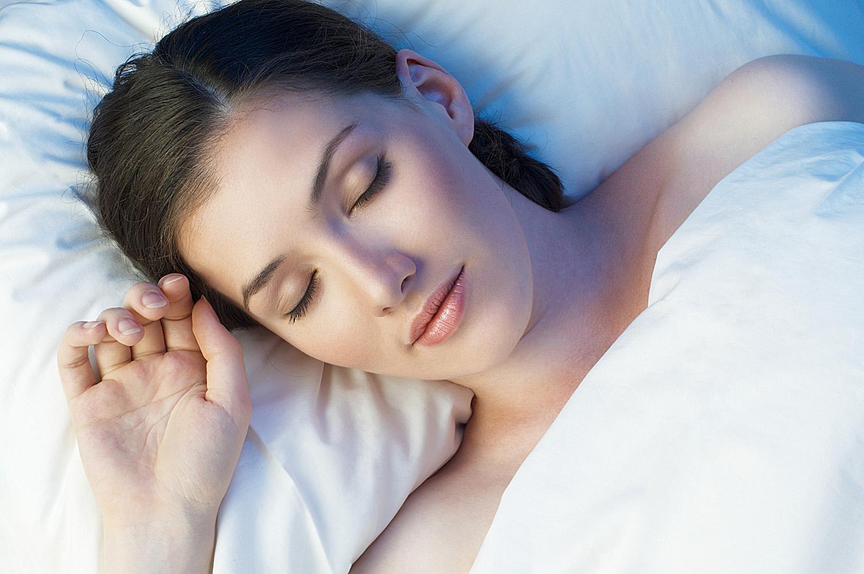 Сон при свете повышает вероятность онкологических заболеваний
