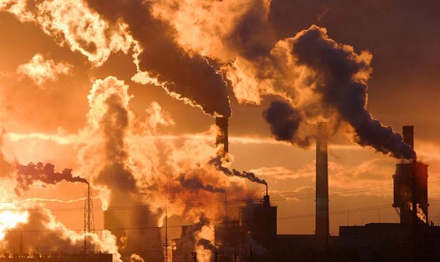 Вдыхая загрязненный воздух, человек подвергается риску онкологии