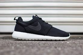 Кроссовки Nike Roshe Run купить в Киеве очень просто. У нас это можно сделать в один клик