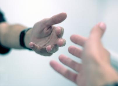 Как помочь своим близким, страдающим от алкоголизма или наркомании?