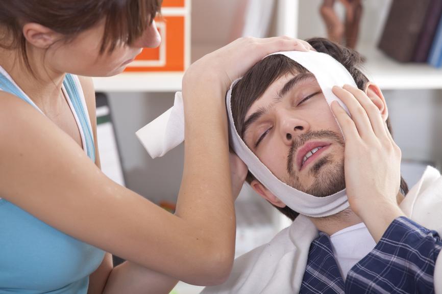 Болит зуб? Немедленно записывайтесь к стоматологу!