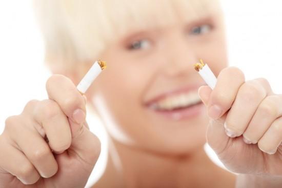 Чтобы женщине быть красивой и здоровой, нужно бросить курить. Как это сделать