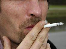 Курение убивает микрофлору во рту, вызывая рак, предупреждают медики