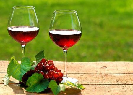 Два бокала вина ежедневно: путь к раку ротовой полости