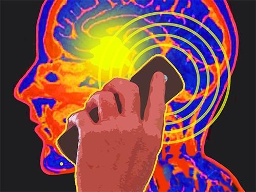 Мобильные телефоны не повышают вероятность развития опухолей мозга