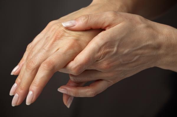 Почему болят суставы: причины и лечение