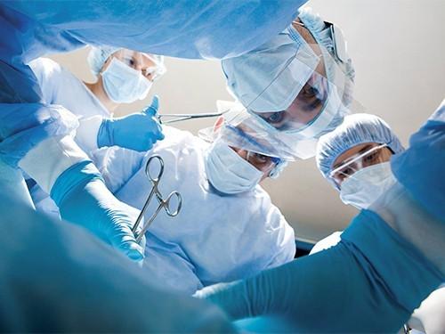 Беременной женщине удалили опухоль величиной с матку