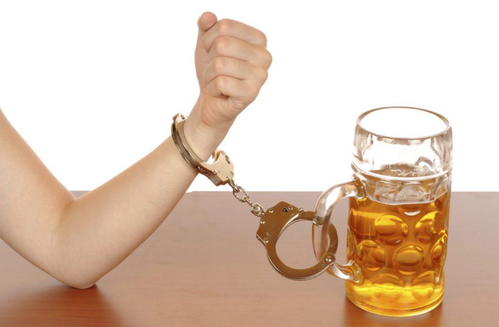 Злоупотребление алкоголем повышает риск развития рака кожи