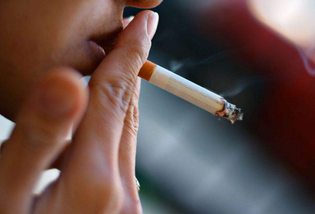 Курение увеличивает вероятность развития рака груди