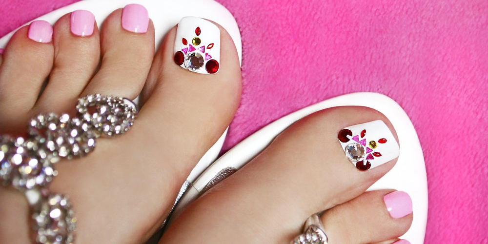 Маникюр для ногтей ног
