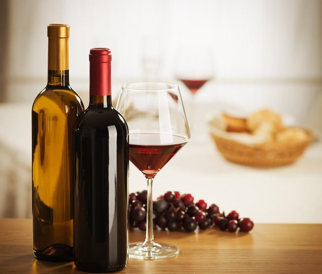 Красное и белое вино одинаково влияют на риск развития рака молочной железы