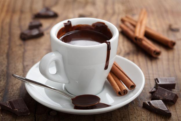 В чем связь между горячим шоколадом и улучшенной работой мозга?