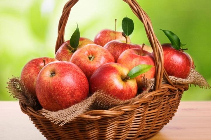 Кожура яблок защищает от рака