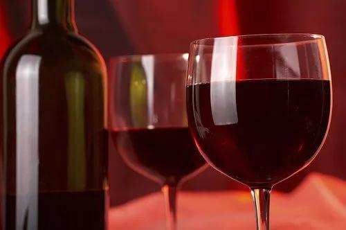 Красное вино увеличивает шансы на выздоровление для женщин с раком груди