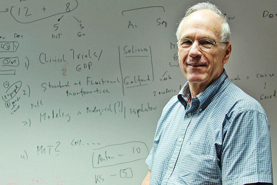 Исследователь онкологии Антон Бернс: Рак вызывают переедание и курение