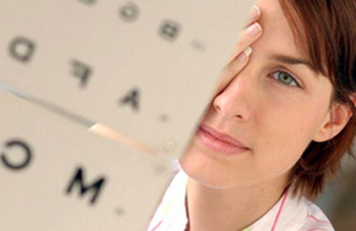 Каковы симптомы астигматизма?