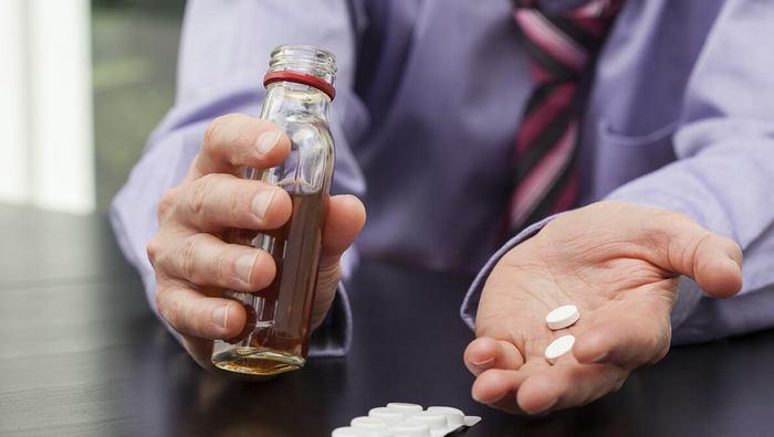 Почему нельзя совмещать лекарства с алкоголем?